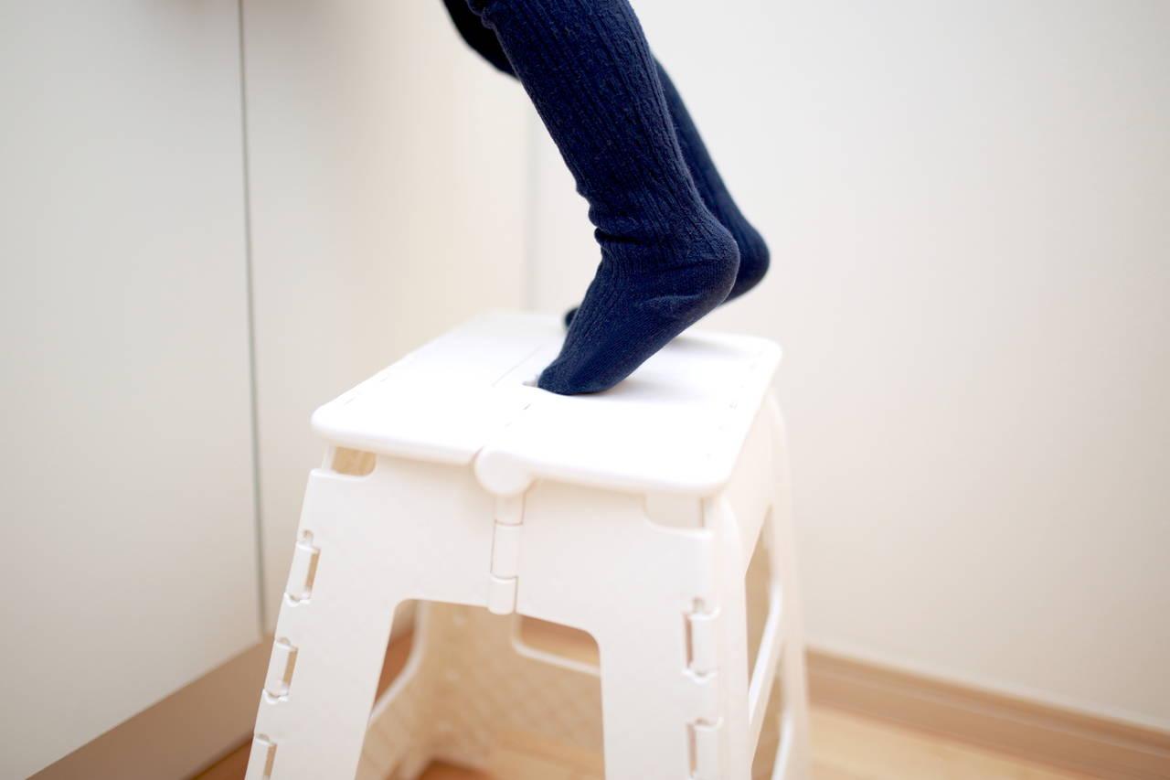 子どもの踏み台は折りたたみ式に!自分でやりたいを応援する必須道具