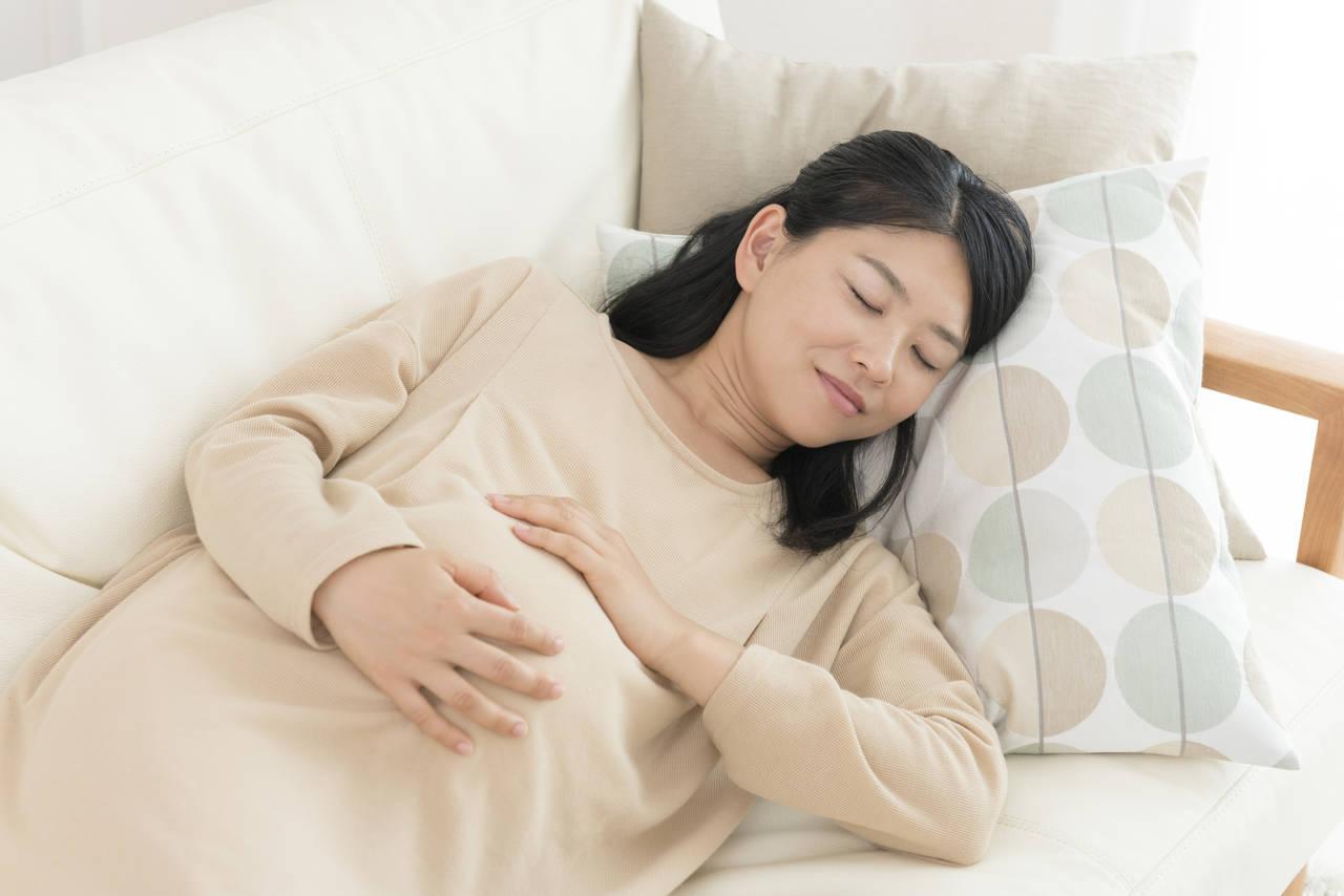 後期つわりに強い眠気をもよおす理由は?眠りつわりの対処法や注意点