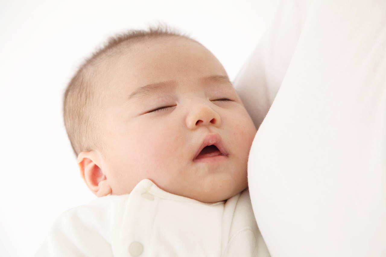 赤ちゃんの寝息が大きくて心配!考えられる原因と病気の可能性