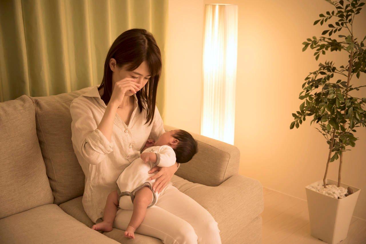生後1カ月は寝不足で一番辛い。ママたちはこうやって乗り切った