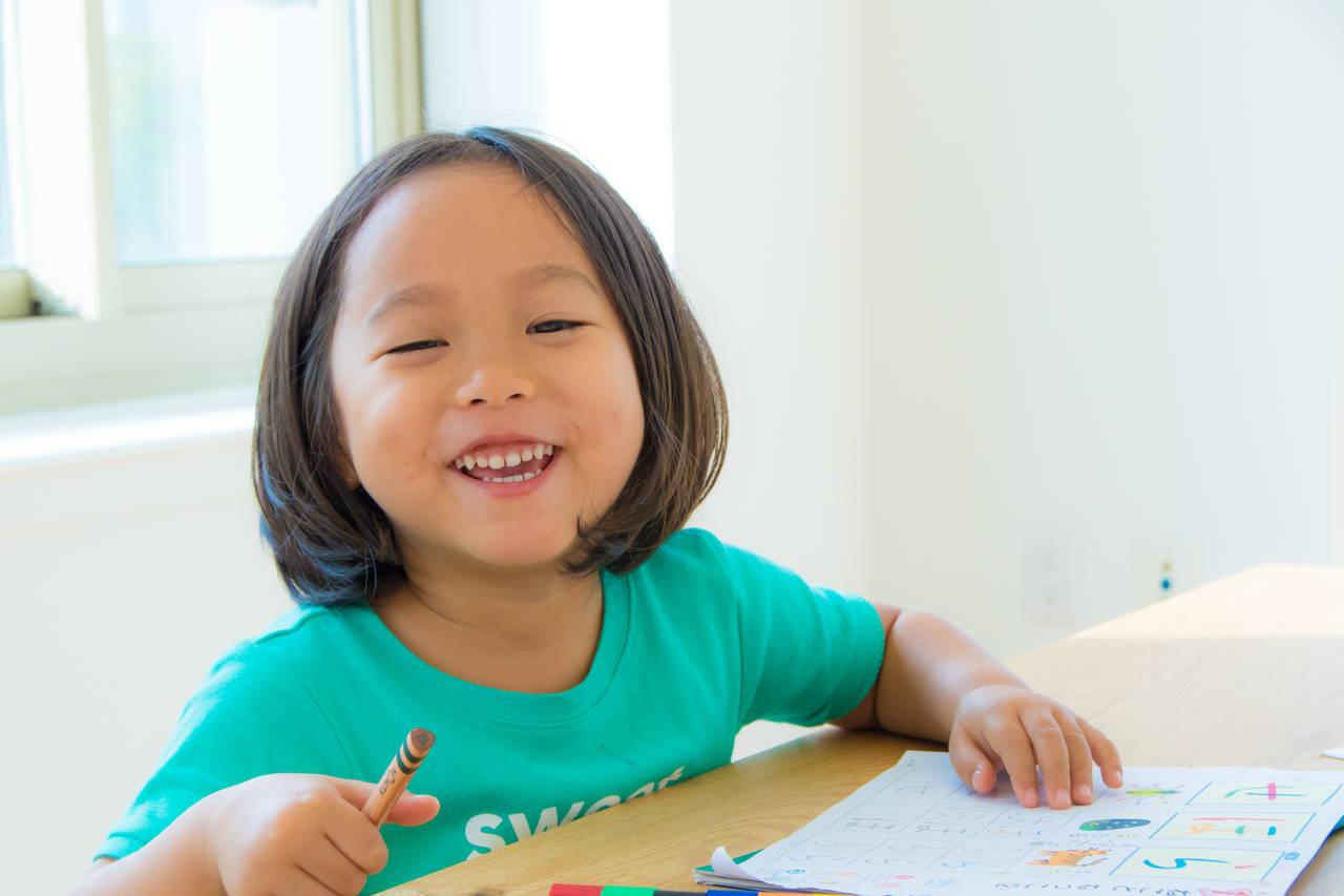 幼児期に文字の読み書きを始める。楽しく覚える方法と年齢別の教え方