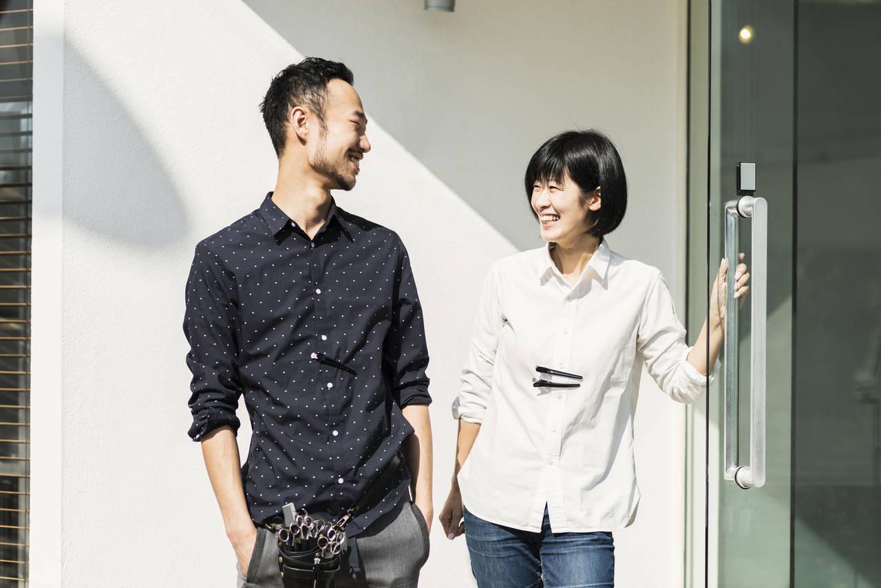 夫婦で美容室を開業するには?必要な手続きや経営のコツを紹介