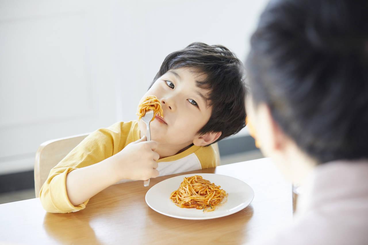 就学間近の6歳児の食べ方が汚い!原因と食事マナーの教え方を紹介