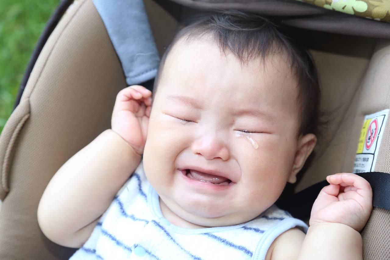 赤ちゃんがベビーカーで寝ぐずり!その原因やベビーカーへの対応策