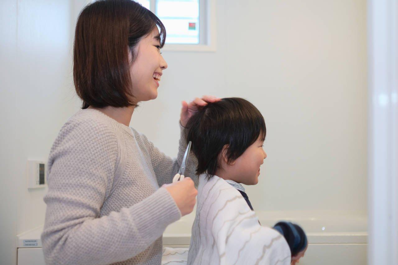 3歳児の伸びた髪の毛を切りたい!ママでも簡単な切り方とコツ