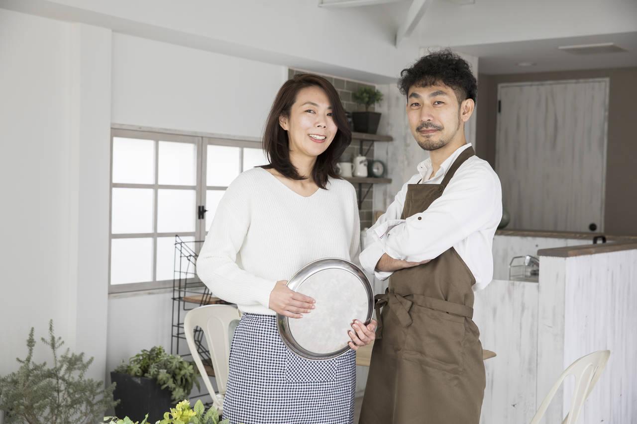 夫婦で喫茶店を開業するには?手続きや子育てと経営を両立するコツ