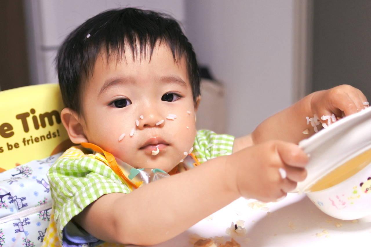 2歳は食べ方が汚い子が多い時期!発達の様子と食事の工夫や対策