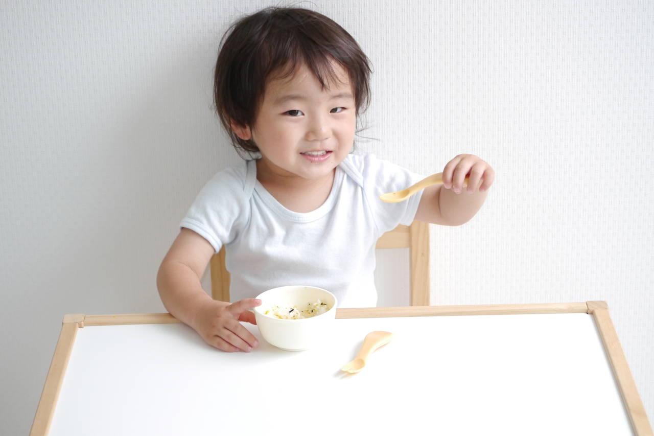 2歳児とスプーンの練習をしよう!上達のコツとお箸へのステップUP