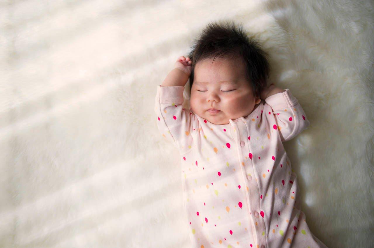 女の子の赤ちゃんの特徴や成長とは?お世話のコツや服ブランドを紹介