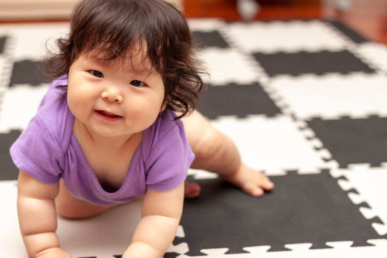 赤ちゃんがくせ毛になる原因は?繊細な髪の毛のケアやカットの方法