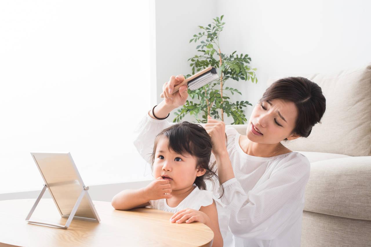 3歳児の髪の毛が抜けるのはなぜ?ママの悩みや主な原因と対処法