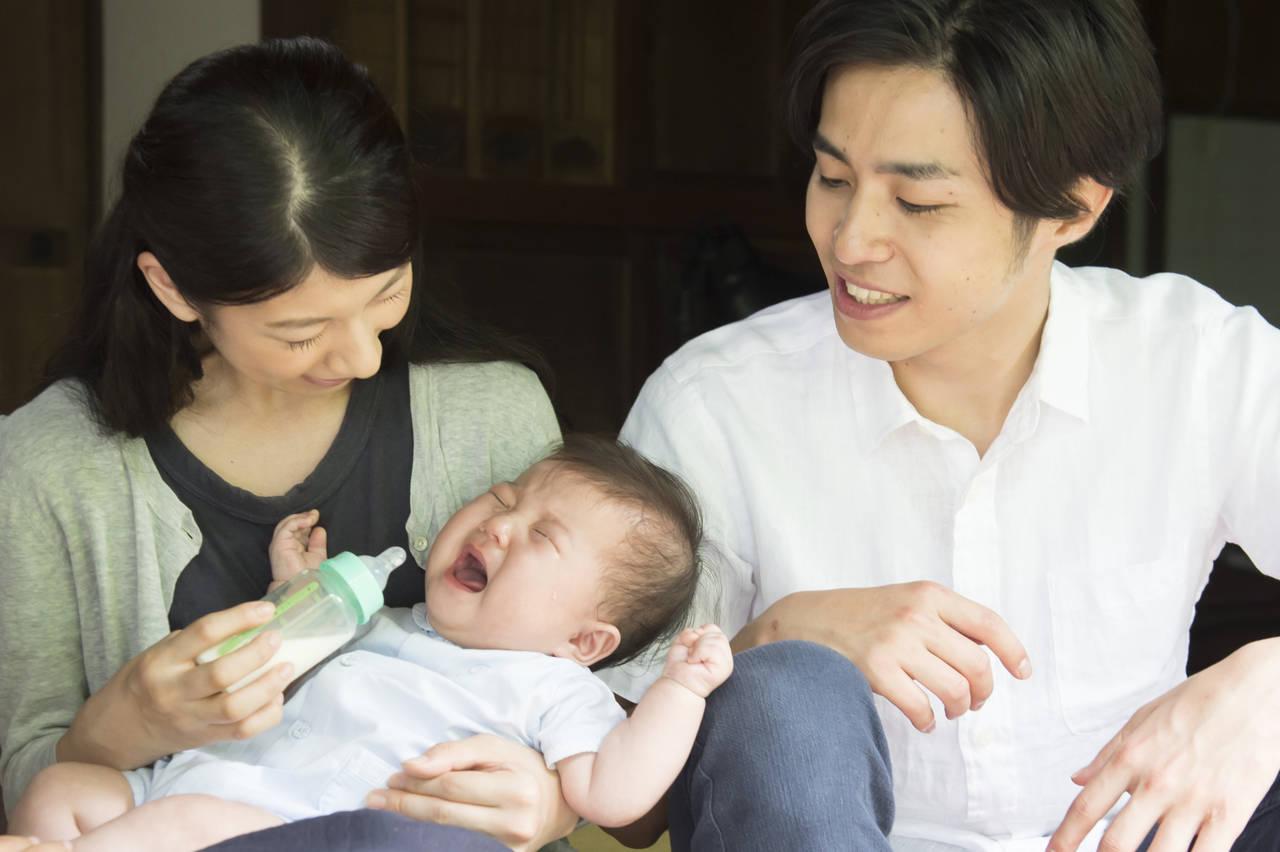 赤ちゃんが哺乳瓶やスプーンを嫌がる!ミルクを与えるときの対処法