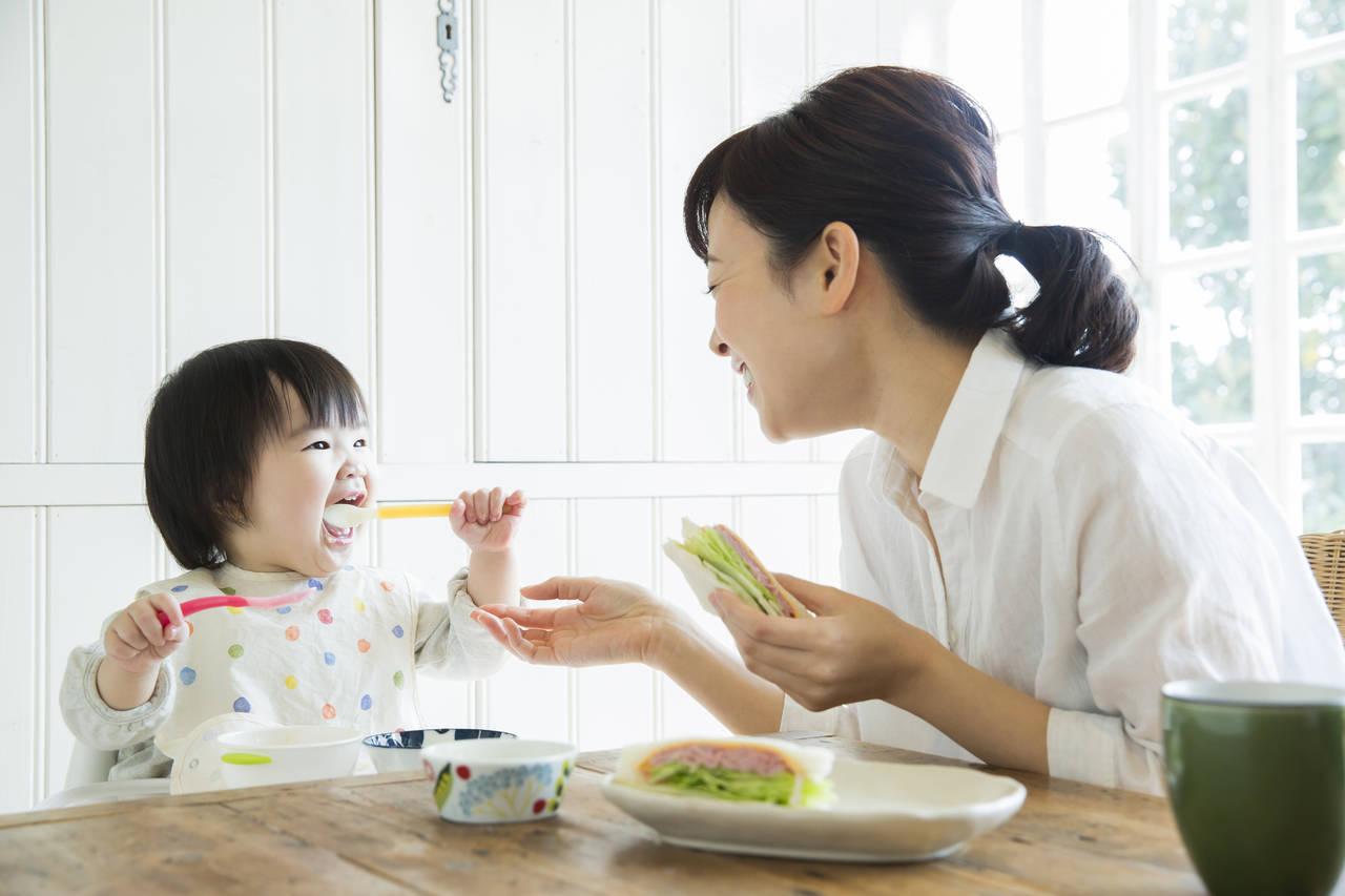 1歳児のスプーンの持ち方を知ろう!選び方やママの注意点も紹介