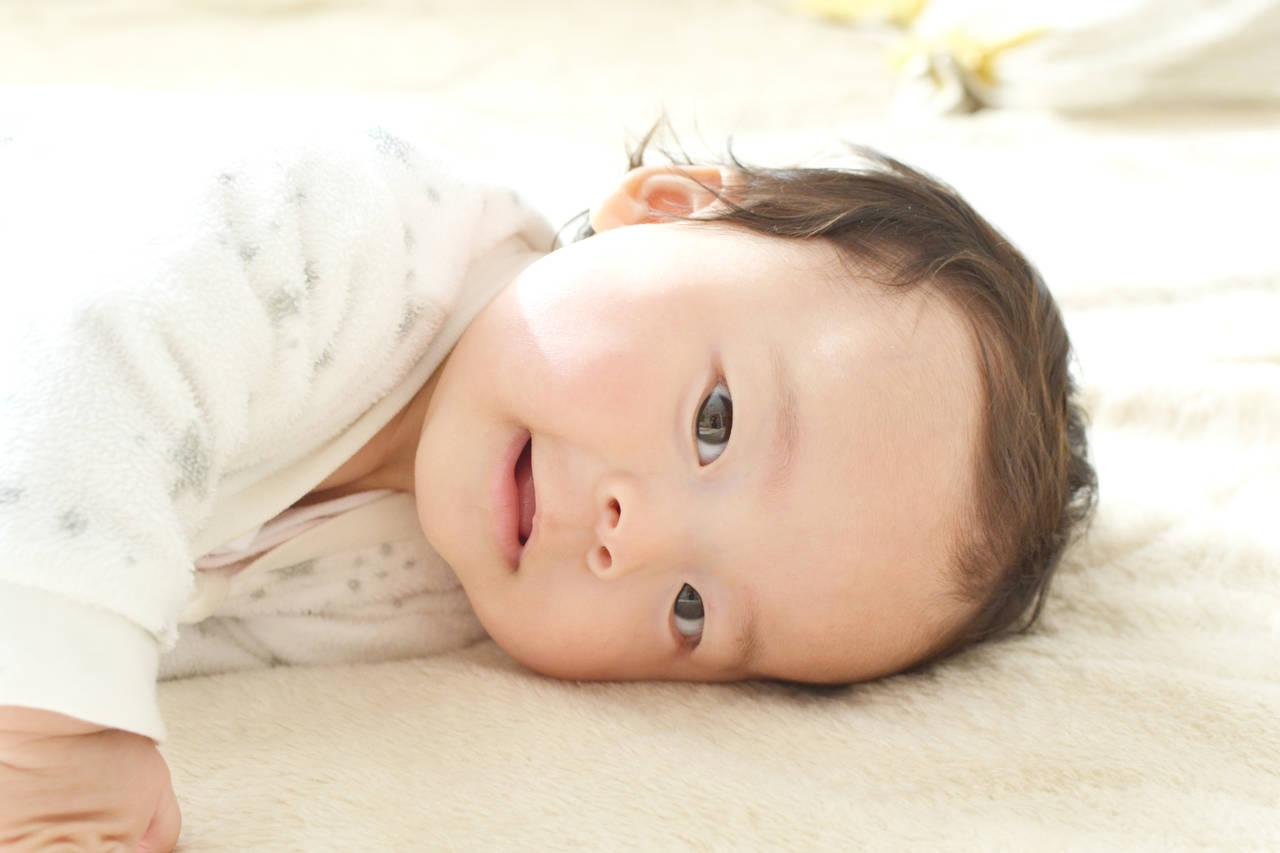 赤ちゃんの髪の毛が茶色い理由は?黒くなるタイミングや色素の関係