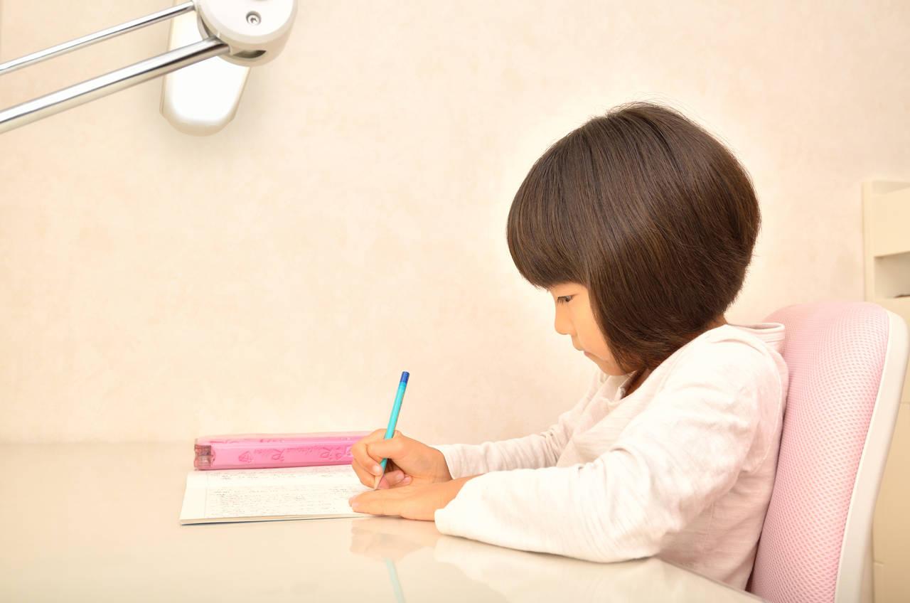 学習机の購入を悩むママへ!メリットやデメリットと選び方のコツ