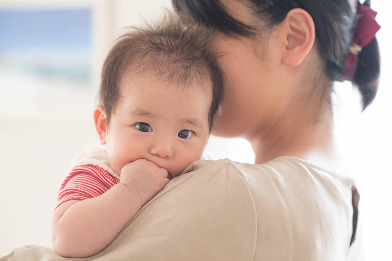 赤ちゃんの指や手の発達を知ろう!発達段階ごとのポイントをご紹介