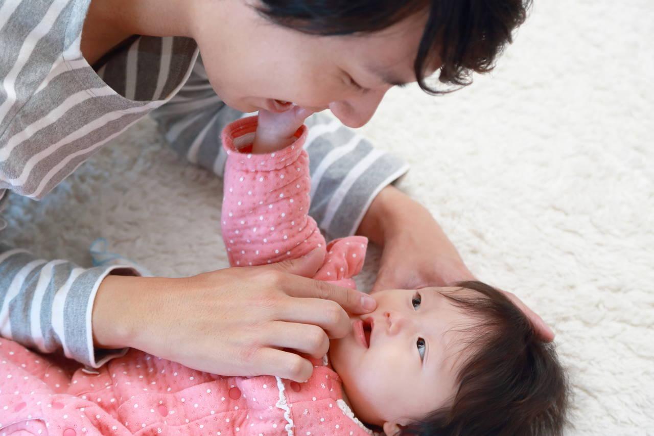 女の子の赤ちゃんはパパ似になりやすい?顔や性格と遺伝の関係性
