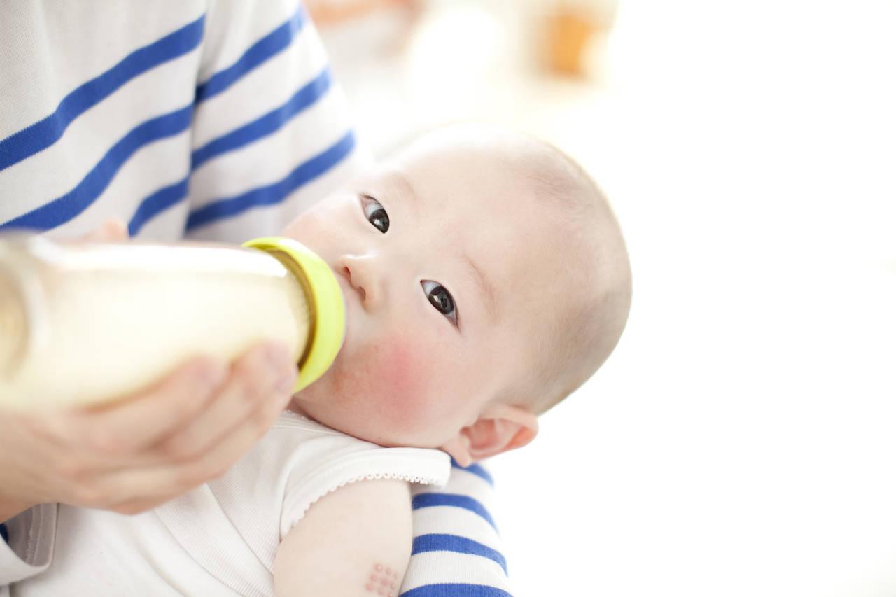 粉ミルク育児について知ろう!母乳との違いと卒乳時期や賞味期限など