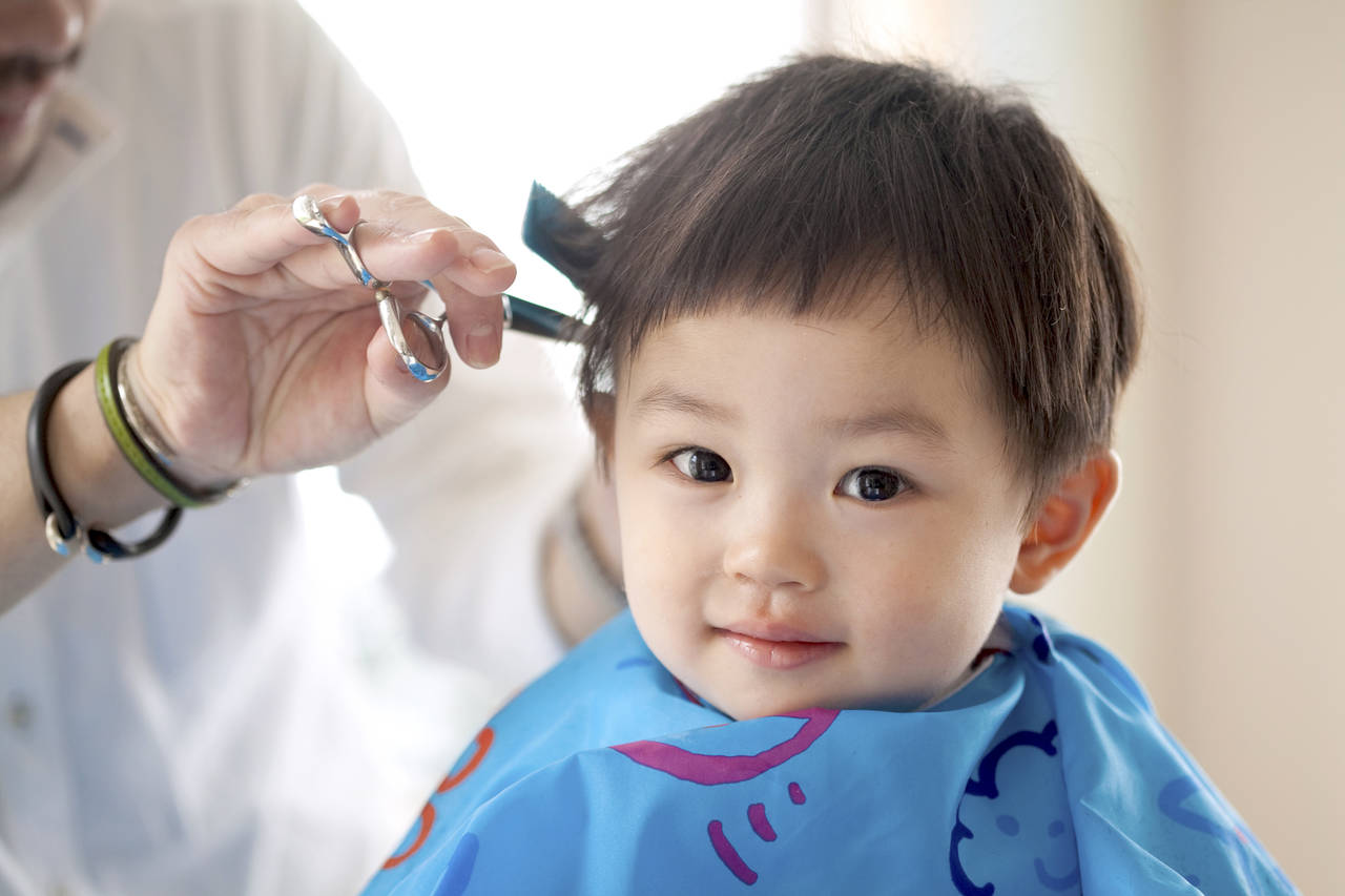 2歳の男の子の髪の毛を切るコツ!髪型を決めるポイントや便利グッズ