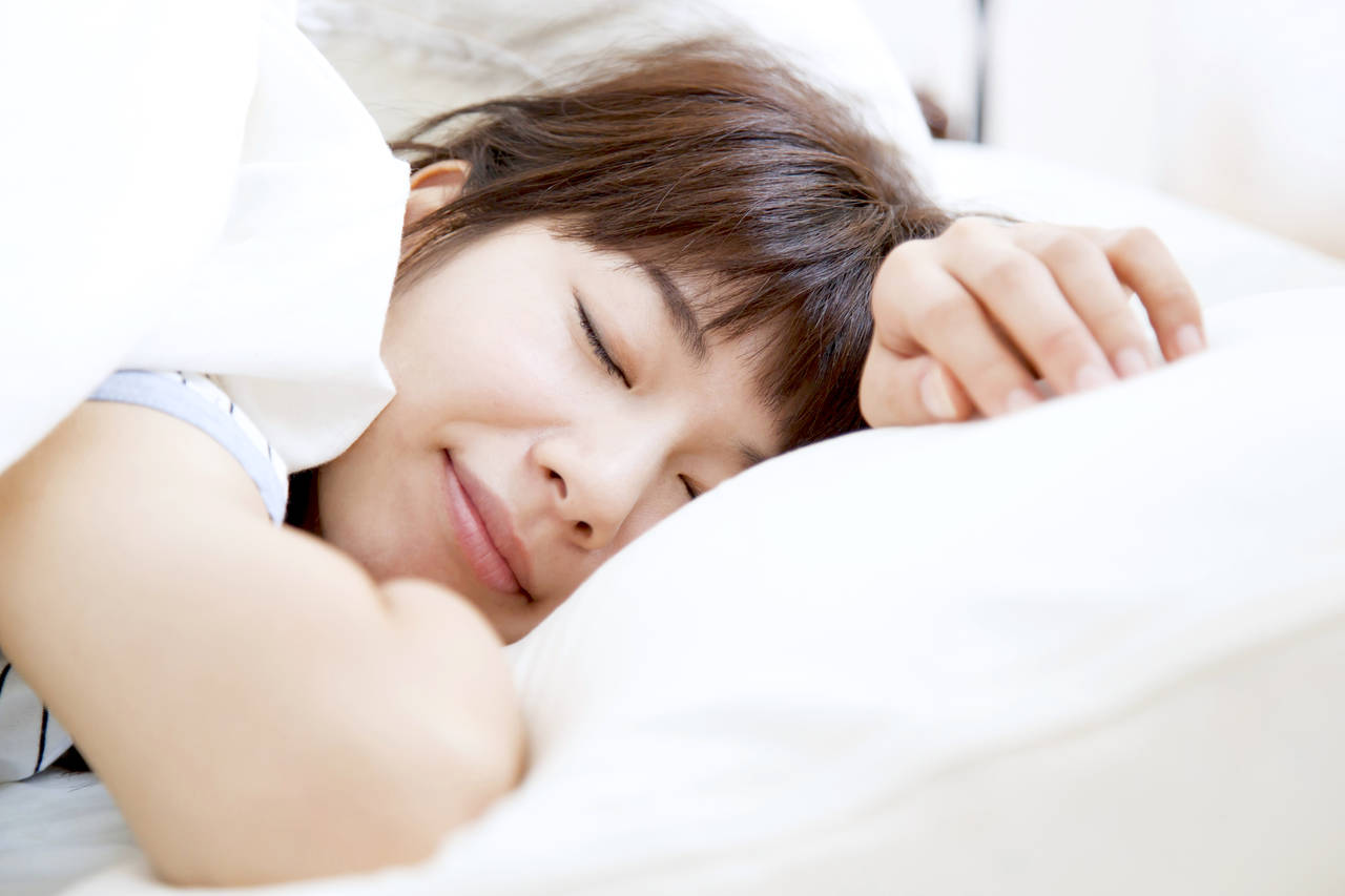 妊娠中にうつぶせに寝ても大丈夫?赤ちゃんへの影響と注意すること