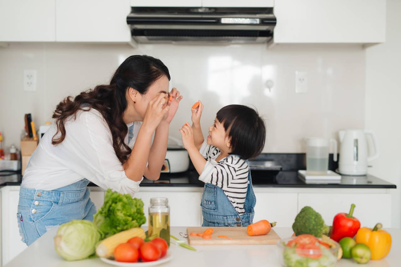 2歳児でも料理のお手伝いができる!メリットや行う際のポイントとは