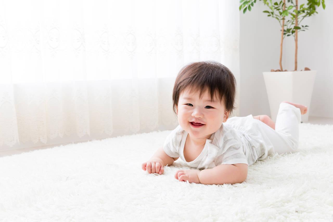 赤ちゃんのずりばいは何カ月から?ママとできる練習方法や注意点