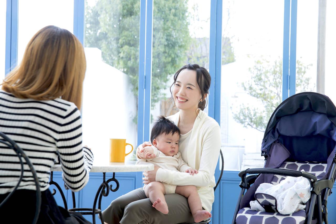赤ちゃんとママ会に出かけよう!場所の選び方や気をつけたいこと