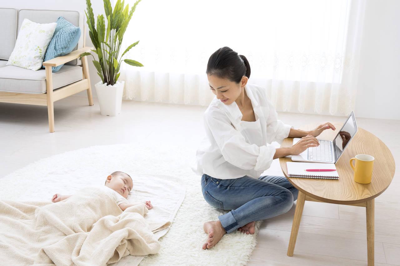 出産後に在宅勤務で働くには?その方法やメリットと注意点