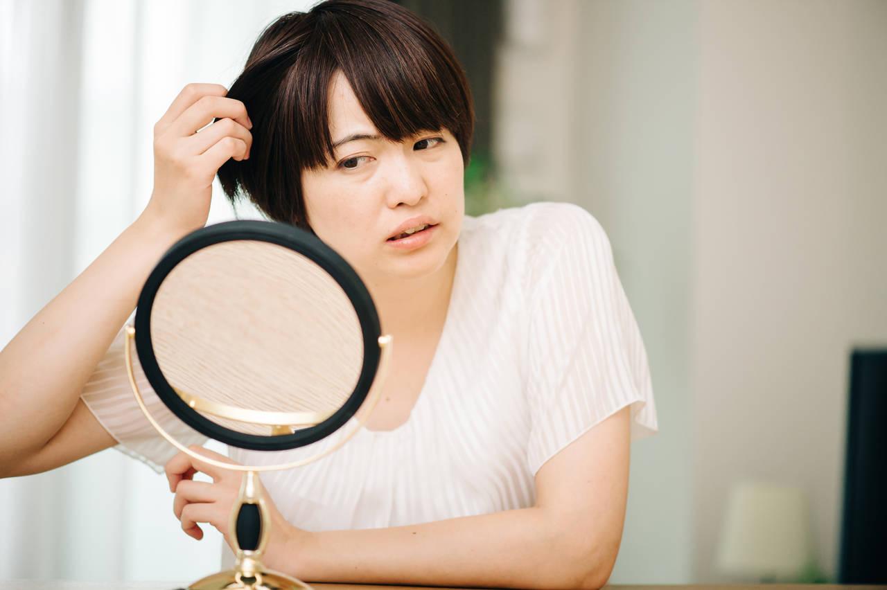 ママの白髪の原因はストレス?メカニズムや役立つ予防法を紹介