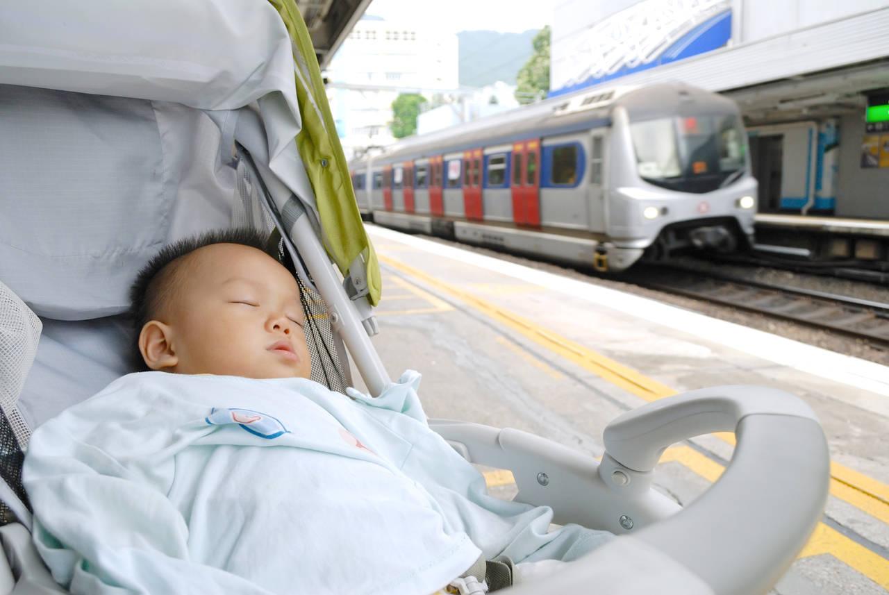 電車でのお出かけにもベビーカーを使いたい!乗車のコツや注意点とは