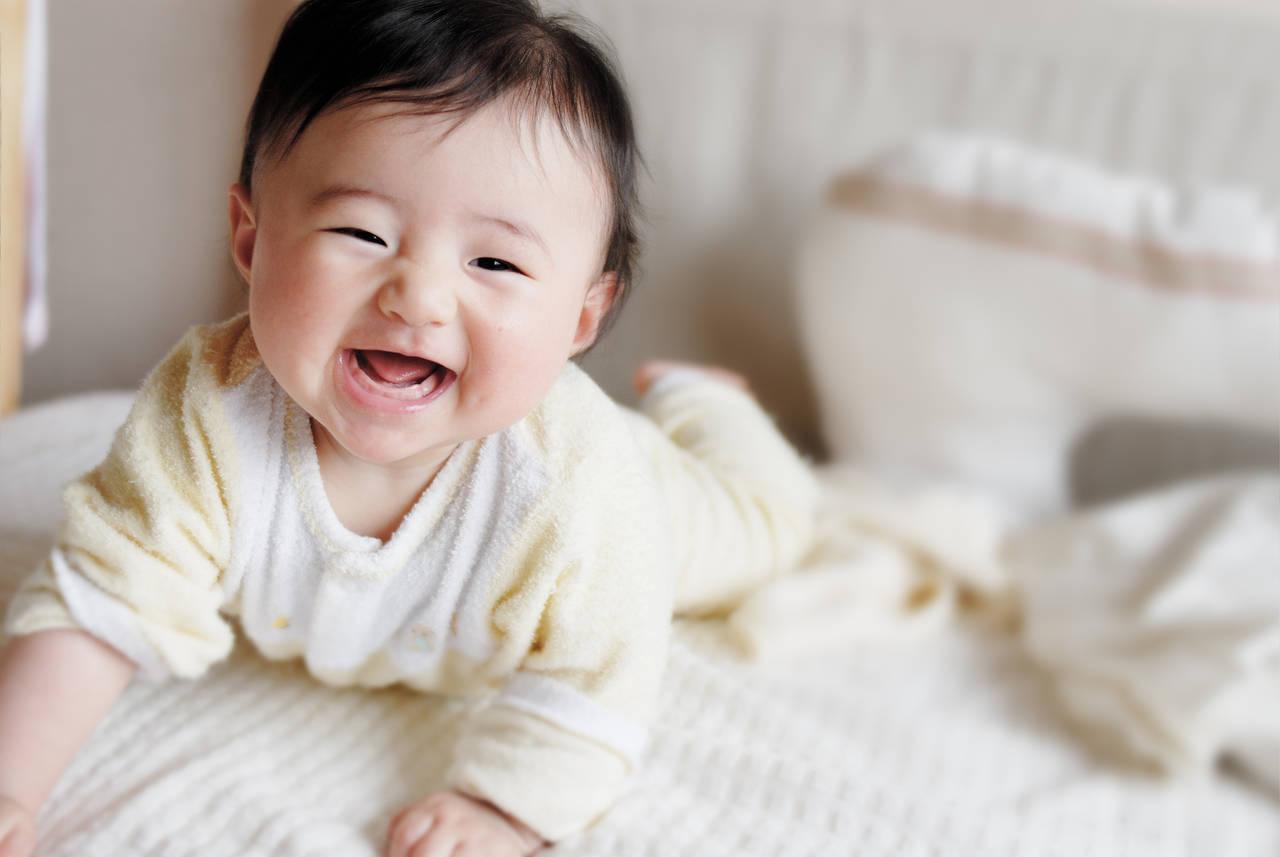 乳児期の腹ばいは運動能力を伸ばす!適した時期と正しい練習のコツ