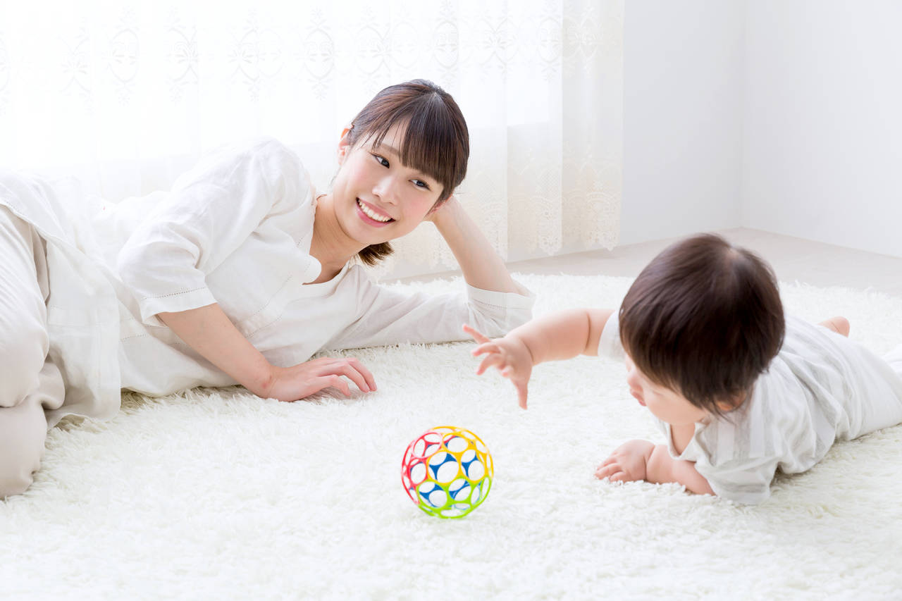 赤ちゃんのうちから指先を使おう!指先で楽しく遊べるおもちゃを紹介