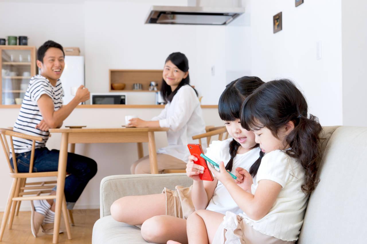 4人家族で生活費はいくらが妥当?生活費の平均と子育て費用の考え方