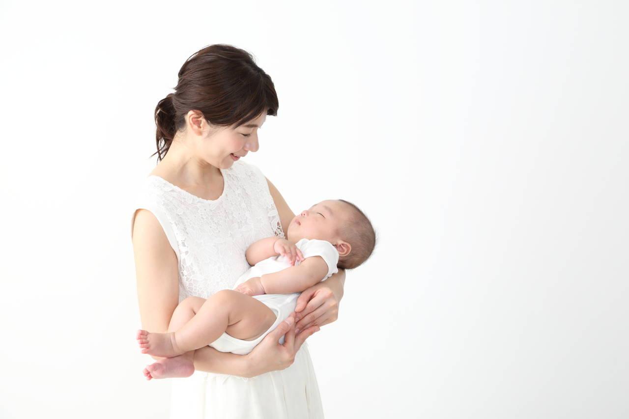 抱っこをしないとお昼寝しない赤ちゃん!ママの負担を減らす方法とは