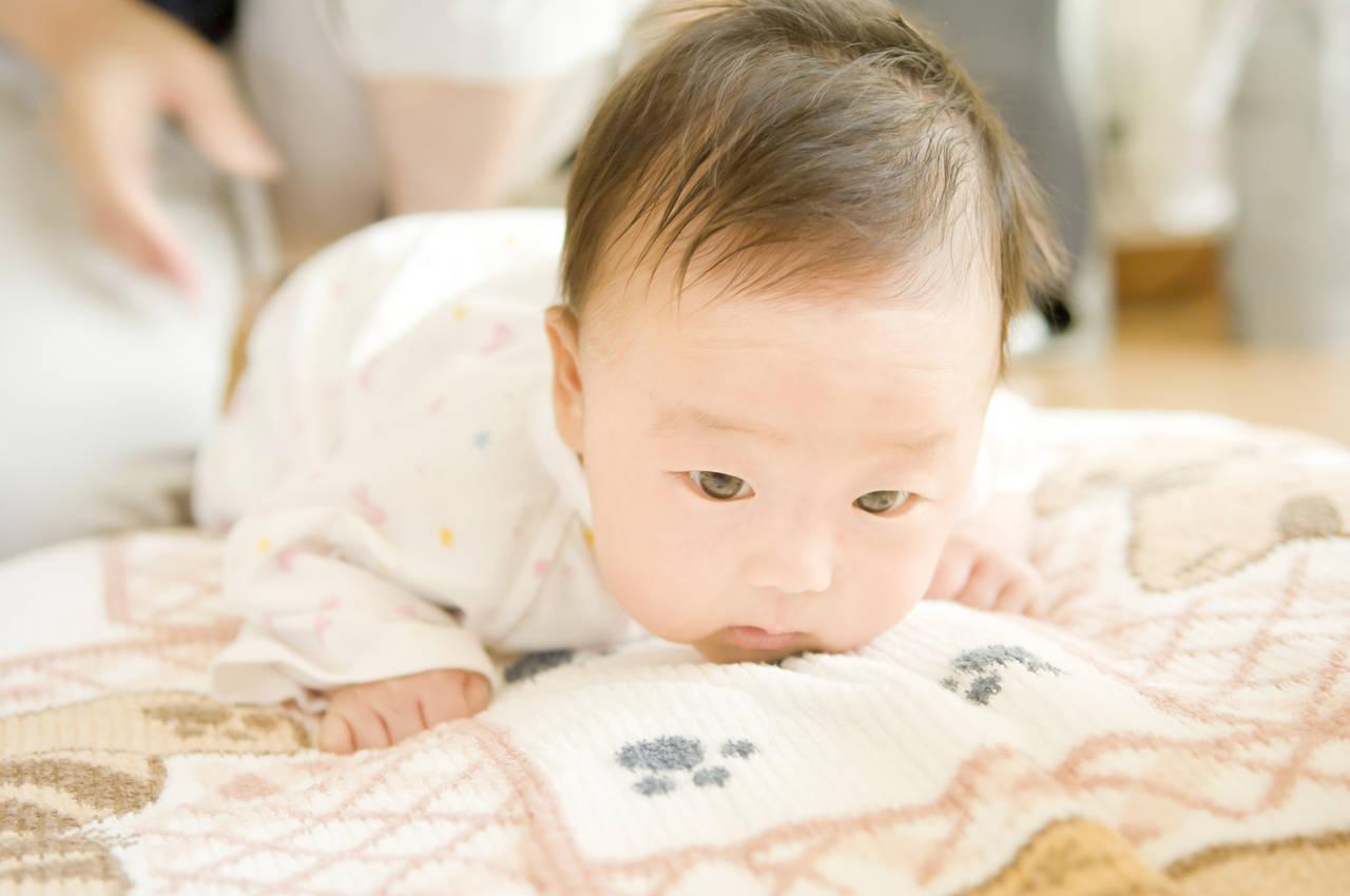ずりばいして寝ない赤ちゃんが寝る!寝ない理由と寝かしつけ方