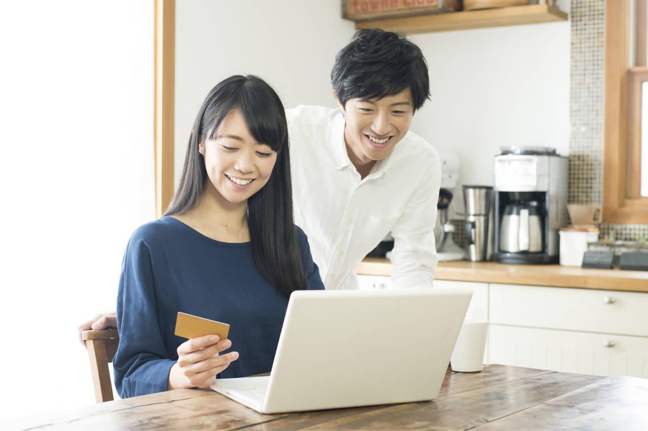 デビットカードの使い方は簡単!嬉しいメリットと活用法とは