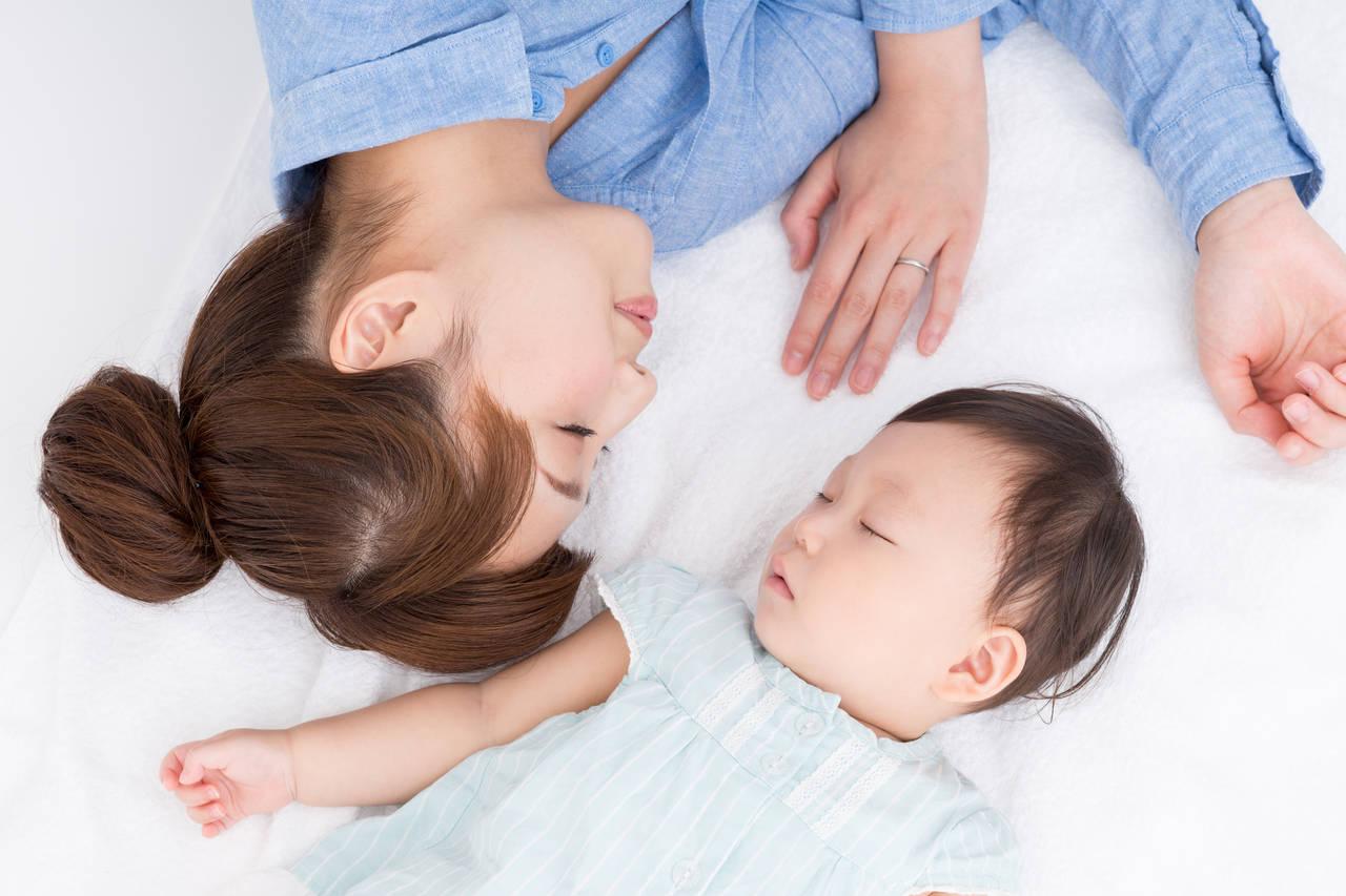 夜間断乳のやり方を知ろう!始めどきや成功するためのポイント