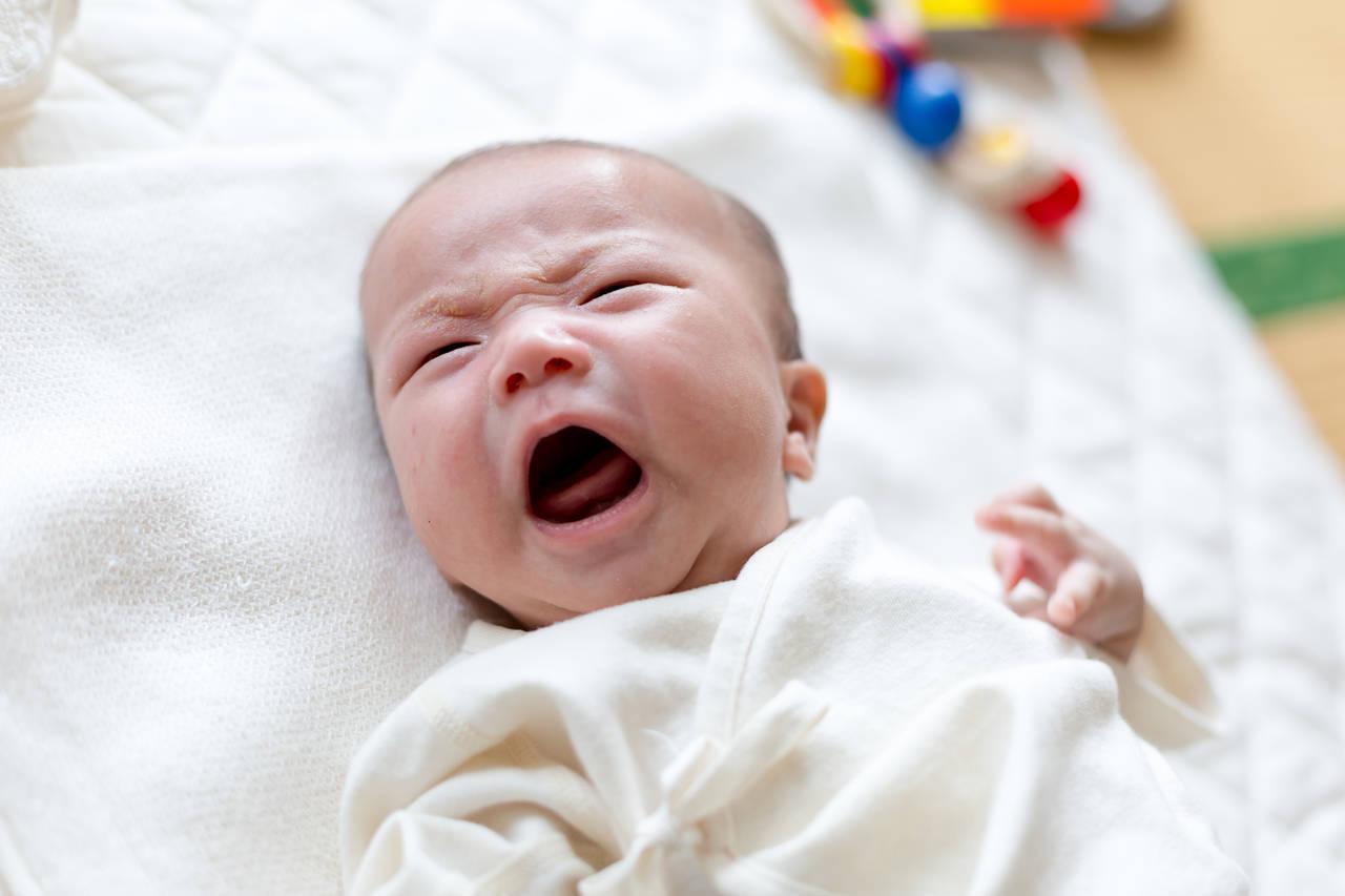 生後1カ月ごろの寝ぐずりの原因は?対処法と気をつけたいポイント