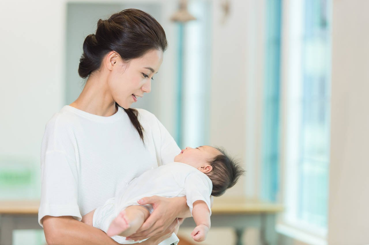 妊娠線が産後にもできる理由は?状態や時期と目立たなくする方法