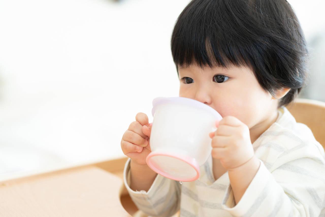 スパウトで赤ちゃんのひとり飲みを応援!練習方法や選び方のポイント