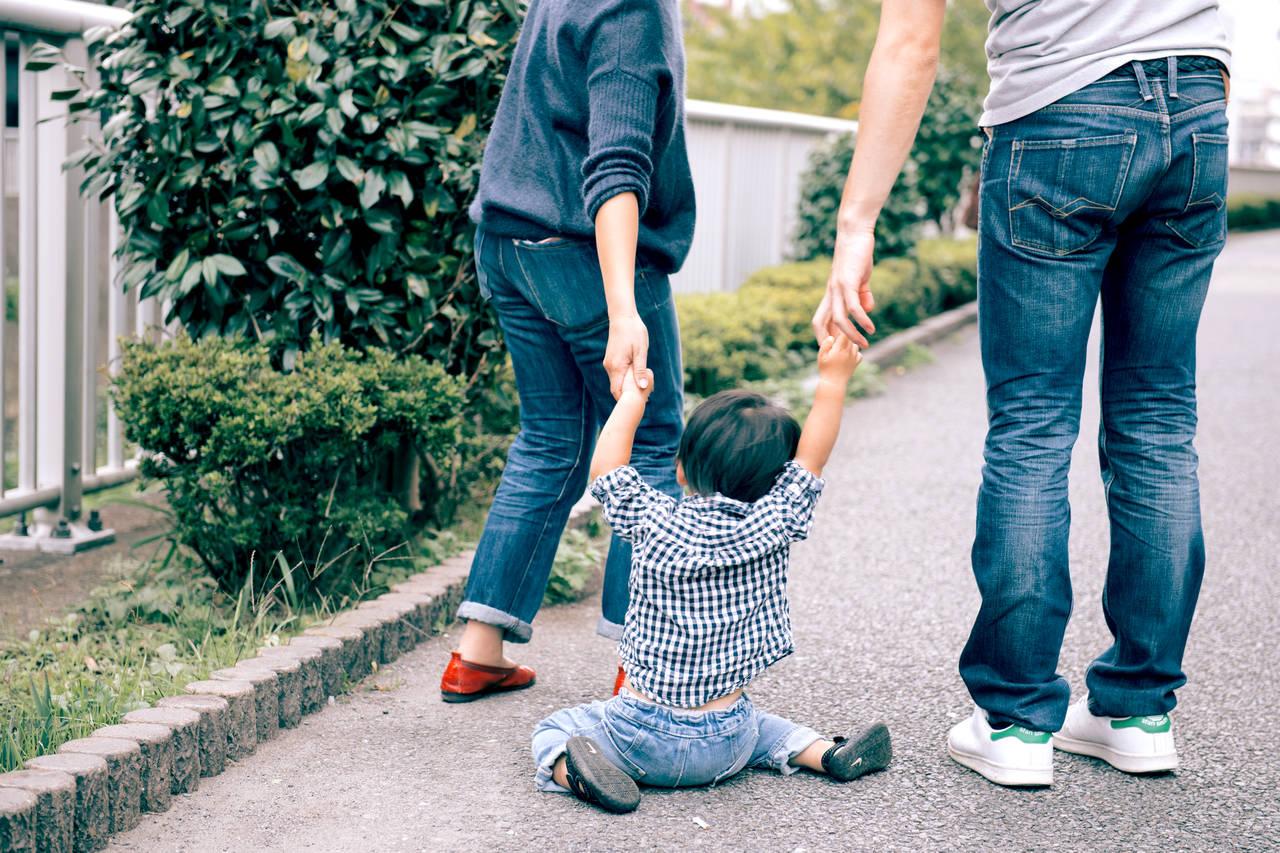 外出中に2歳児がぐずる理由とは?対処法やママの味方グッズを紹介