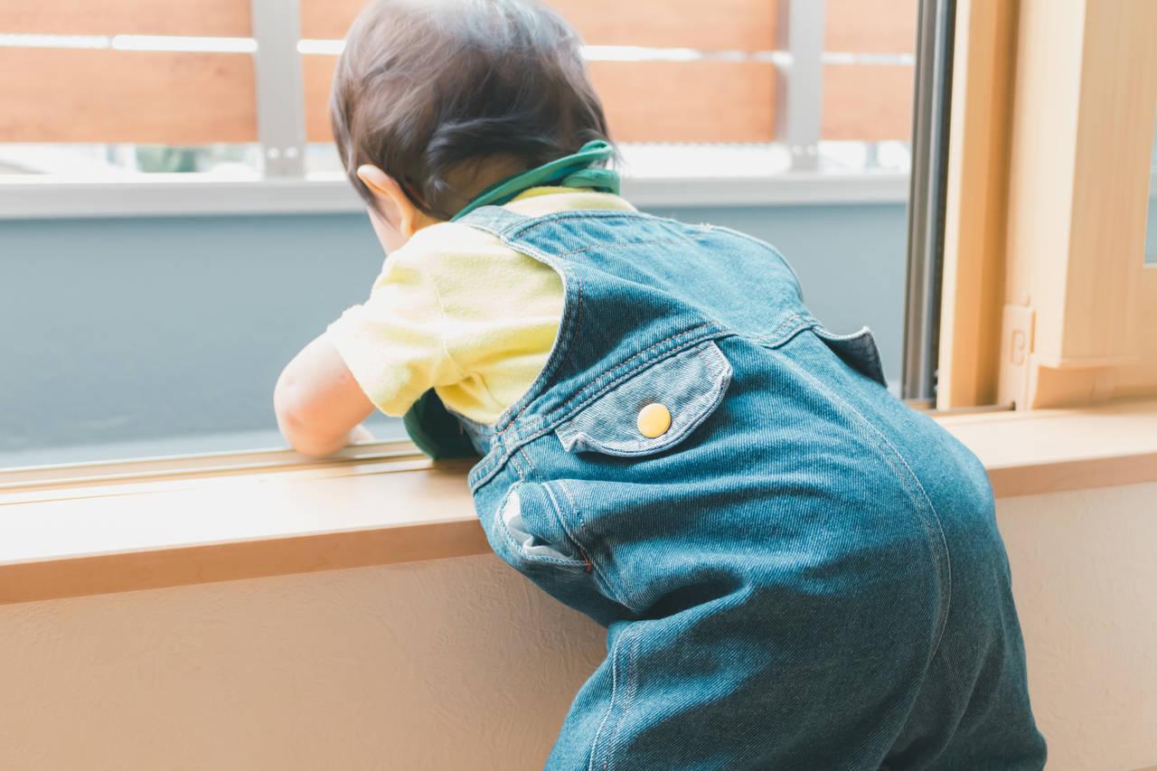 赤ちゃんが引き戸を開けてしまう!引き戸ストッパーで対策をしよう