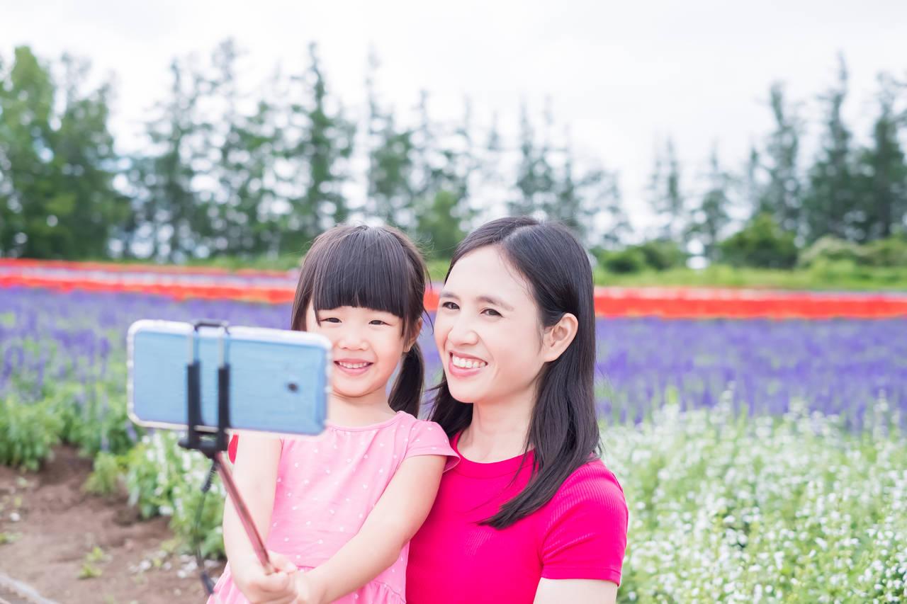 自撮り棒を使って親子の写真を残そう!上手に撮影するヒントと注意点