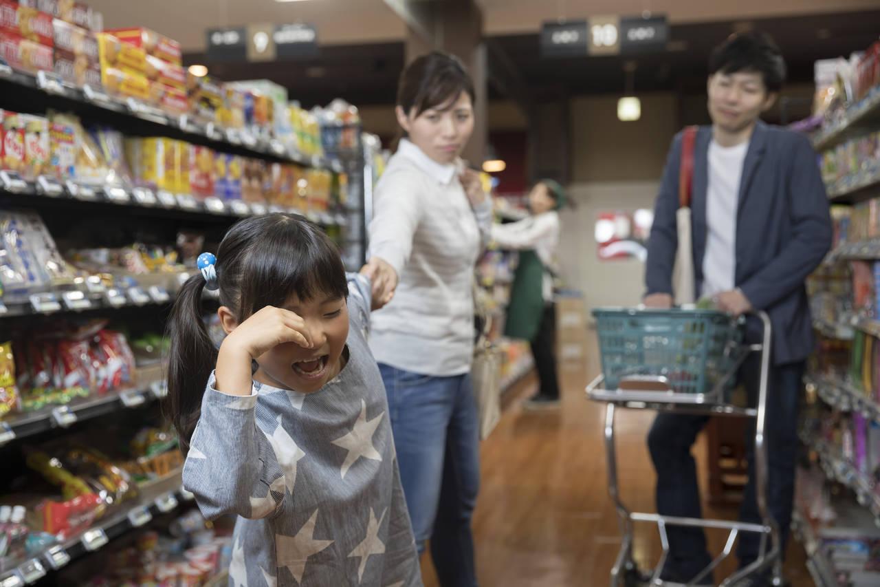 子どもがお店でかんしゃくを起こす!そんなときの原因と対処法