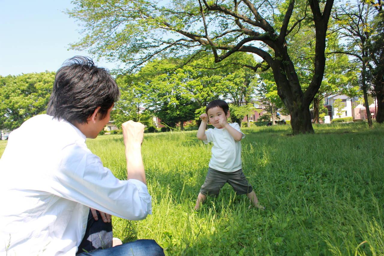 4歳は見立て遊びからごっこ遊びへの発展期!創造力をはぐくむ遊び方
