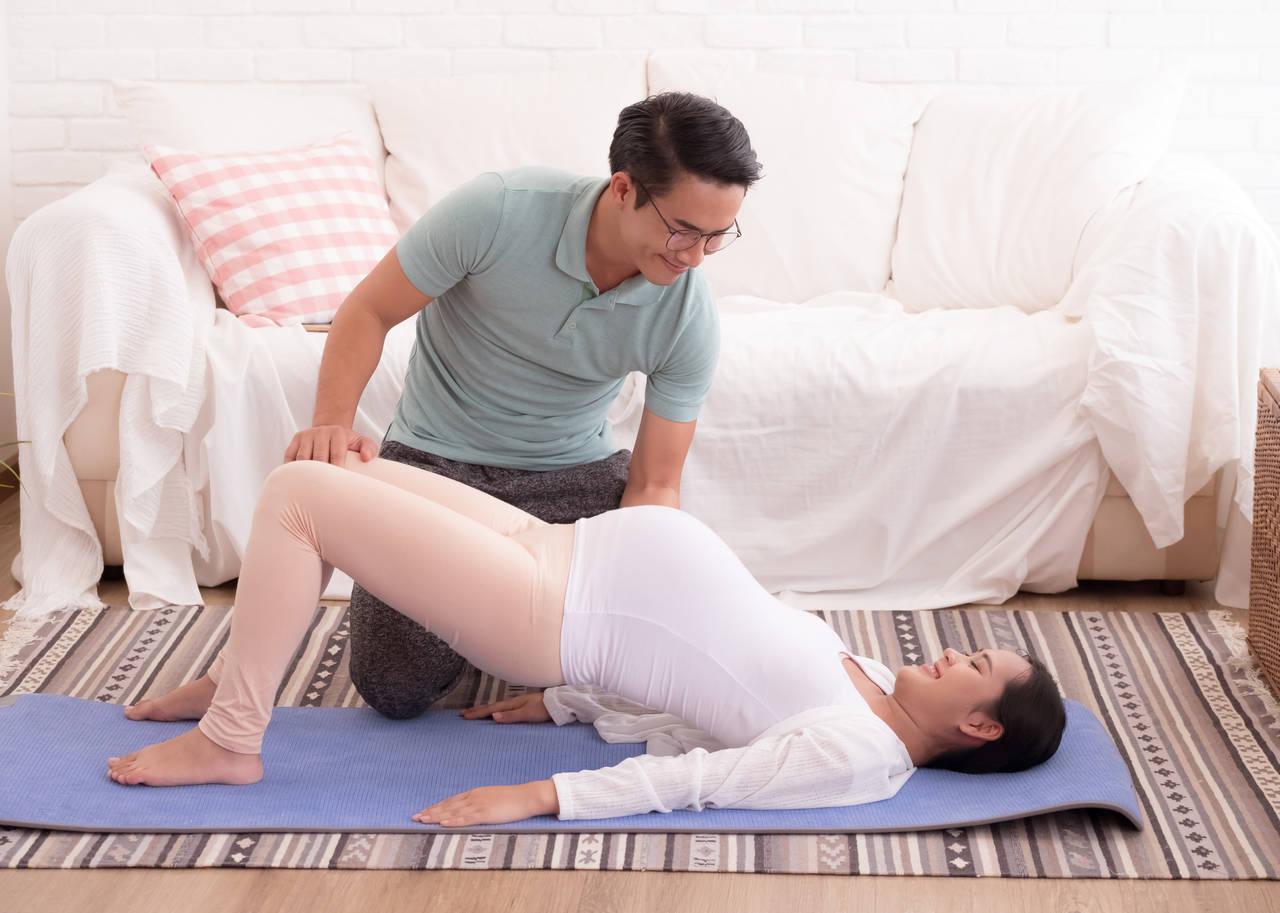 妊娠中に夫婦でストレッチをしよう!体のコリをほぐしてスキンシップ