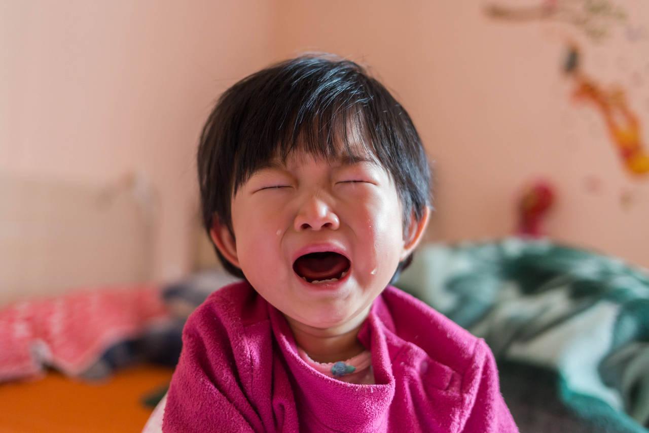黄昏泣きを英語ではコリックという。赤ちゃんが安心できる対処方法は