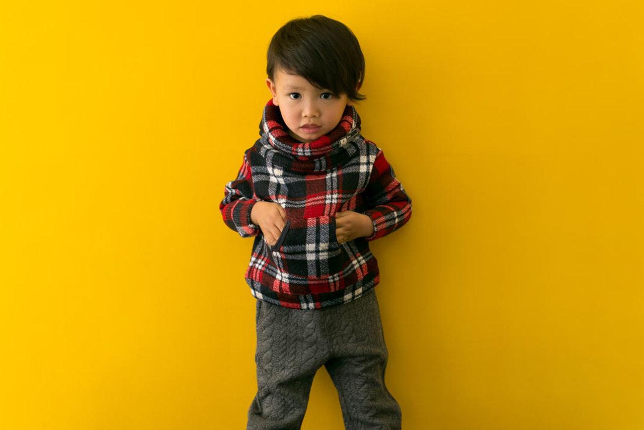 今年の秋冬コーデは赤を差し色に!男の子のオシャレスタイル作り