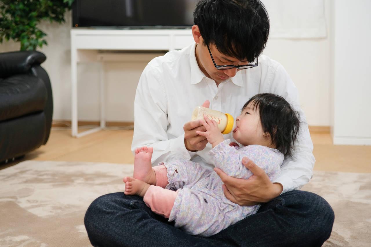 専業主婦家庭のパパも育児休業を取れる!お金の不安や取得の方法
