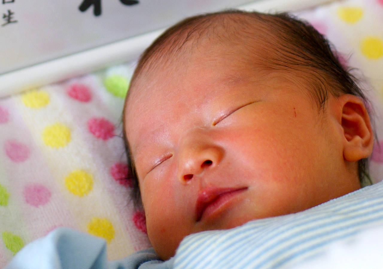 赤ちゃんの命名を行うお七夜とは?儀式の内容や最適なお祝い膳も紹介